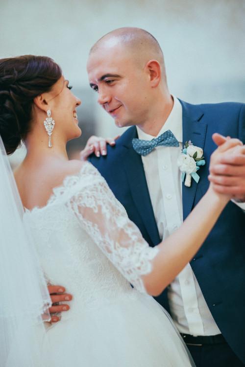 свадебная фотосессия в ресторане фото, первый танец, конкурсы, ритуалы, фотограф Павел Ященко