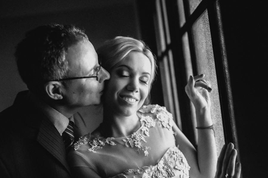 свадебная фотосессия в ЗАГС-е интерьерная фотосессия